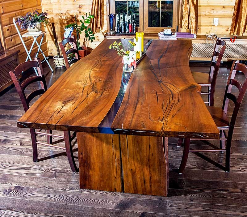 обеленный стол или стол для переговоров из слэба карагача с рекой из эпоксидной смолы
