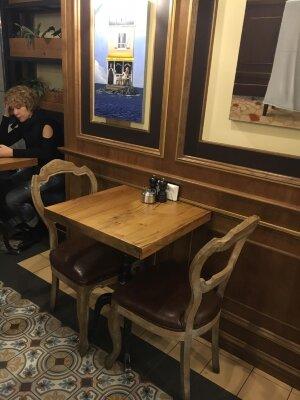 столы из слэбов натурального дерева карагача или дуба для кафе или ресторана в стиле лофт